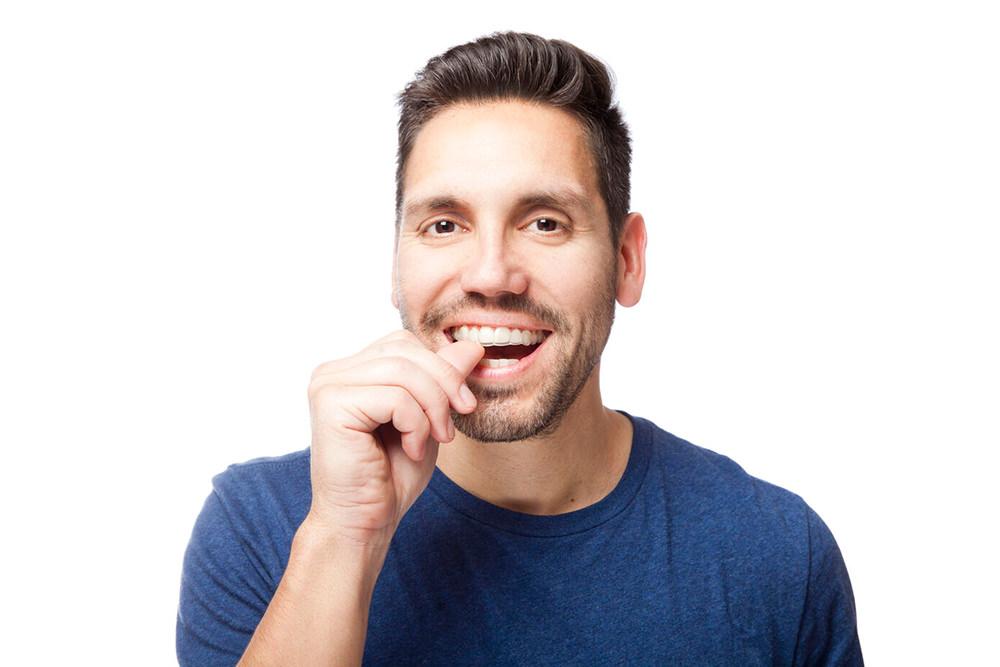 Fachzahnärztin für Kieferorthopädie - Freising Smile - Leistungen - Digitale Praxis - Transparente-Schienen