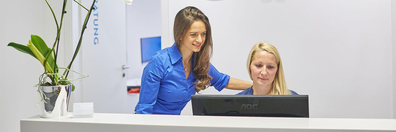 Fachzahnärztin für Kieferorthopädie - Freising Smile - Praxis - Empfang