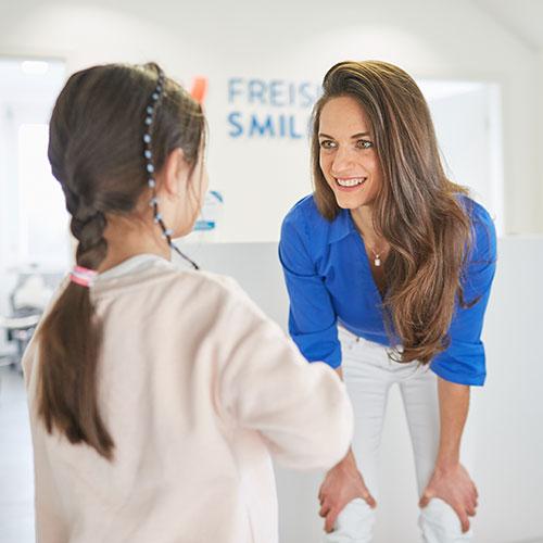 Fachzahnärztin für Kieferorthopädie - Freising Smile - Praxis - Behandlung